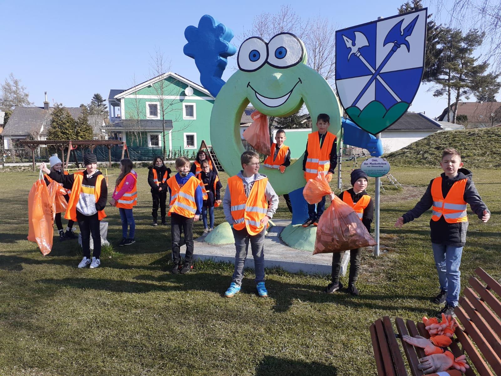 Die Schüler der 1. Klassen sammelten fleißig Müll
